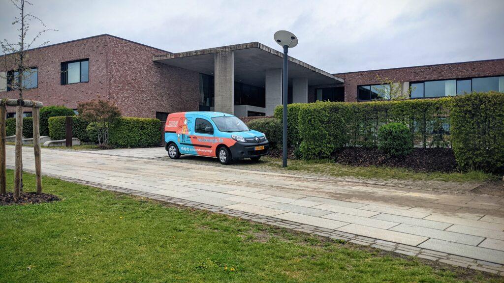 MEGA-Jumper devant l'école fondamentale de Mamer